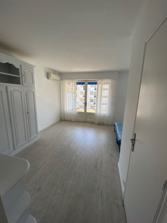 Appartement à louer 1 26.9m2 à Cannes vignette-3