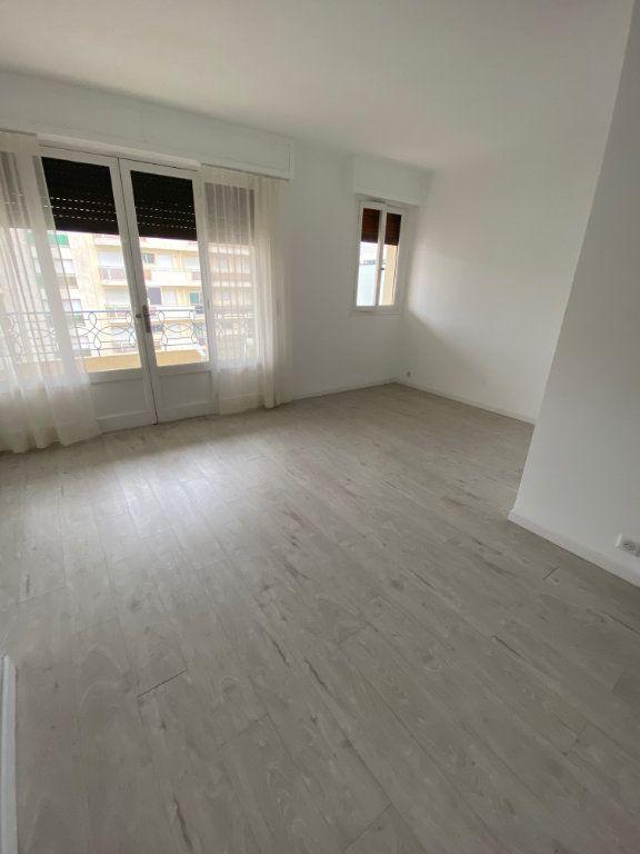 Appartement à louer 1 26.9m2 à Cannes vignette-6