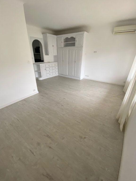 Appartement à louer 1 26.9m2 à Cannes vignette-7