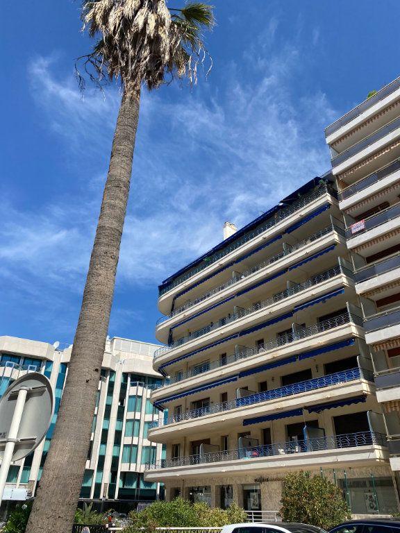 Appartement à louer 1 26.9m2 à Cannes vignette-10