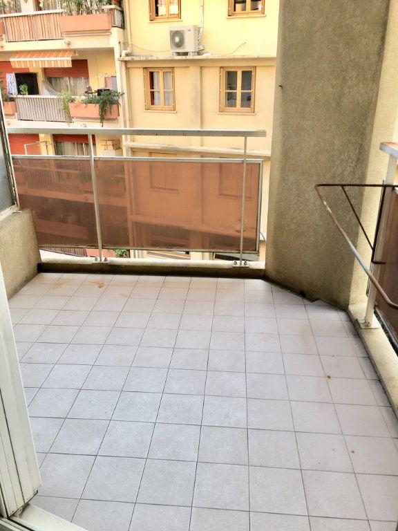 Appartement à louer 1 19.8m2 à Nice vignette-2