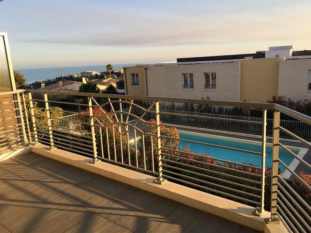 Appartement à louer 4 81.33m2 à Nice vignette-2