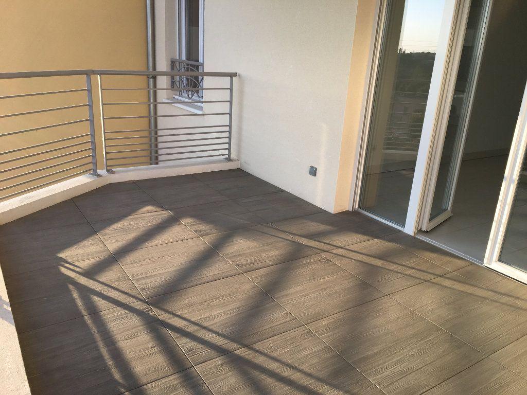Appartement à louer 4 81.33m2 à Nice vignette-4