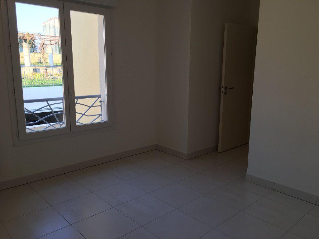 Appartement à louer 4 81.33m2 à Nice vignette-9