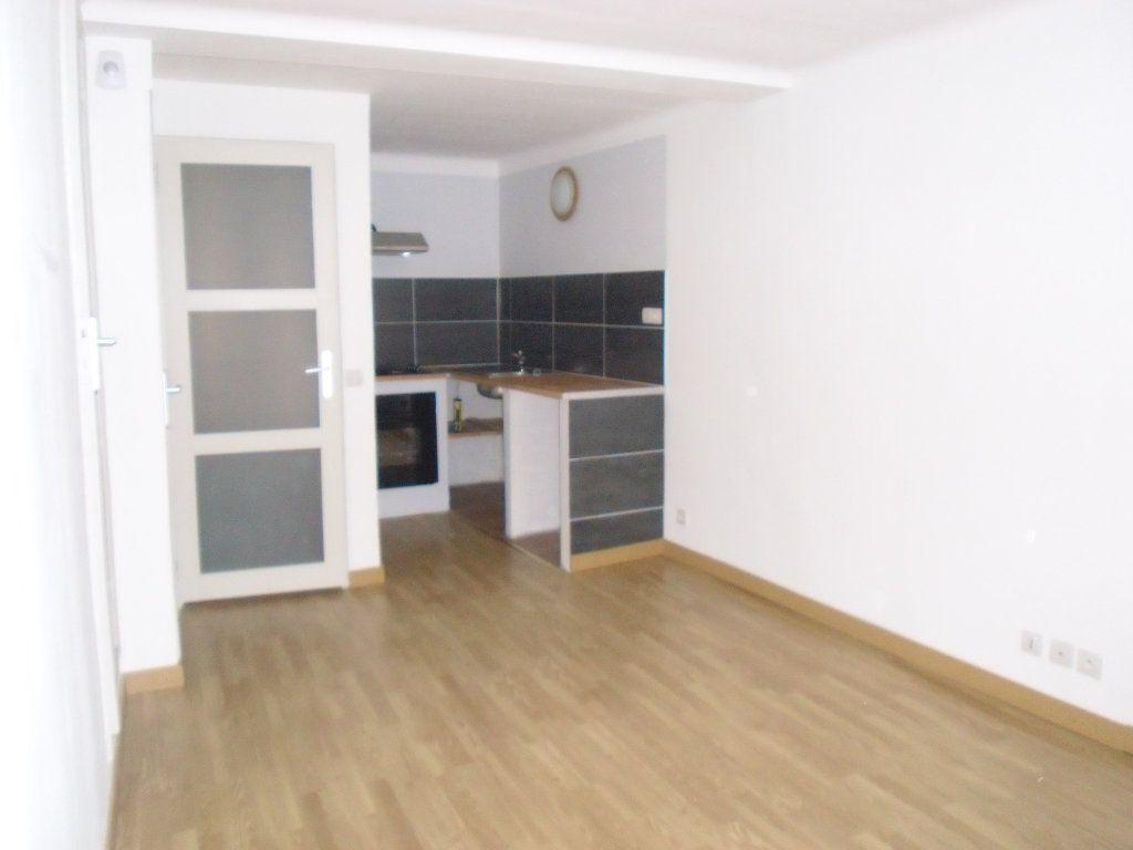 Appartement à louer 3 41.09m2 à Lucéram vignette-1