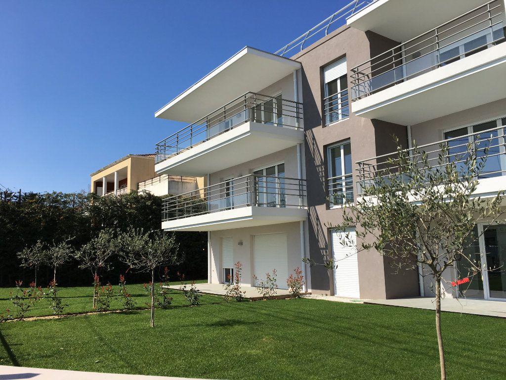 Appartement à louer 3 56.86m2 à Nice vignette-2
