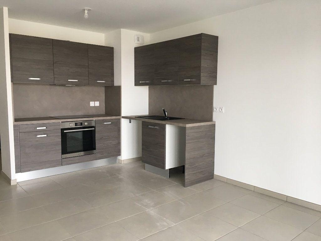 Appartement à louer 3 56.86m2 à Nice vignette-4
