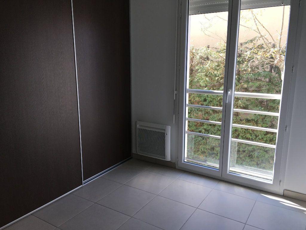 Appartement à louer 3 56.86m2 à Nice vignette-6