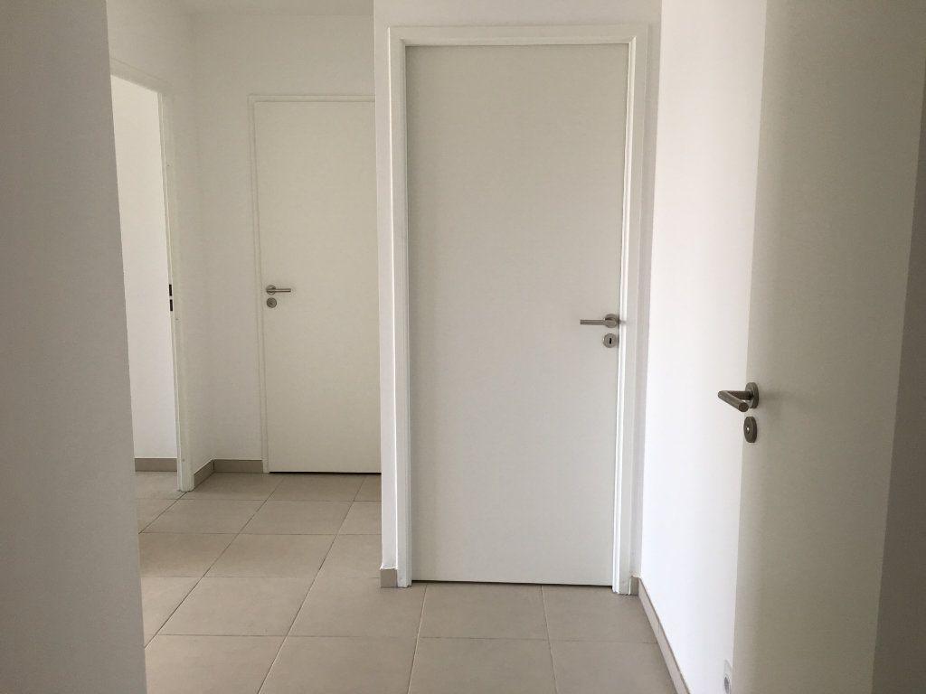 Appartement à louer 3 56.86m2 à Nice vignette-9