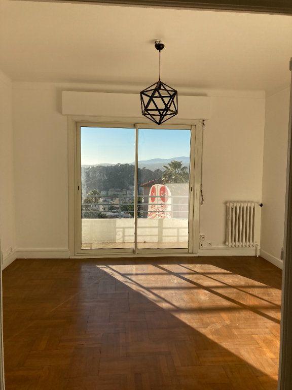 Appartement à louer 3 60.74m2 à Nice vignette-4