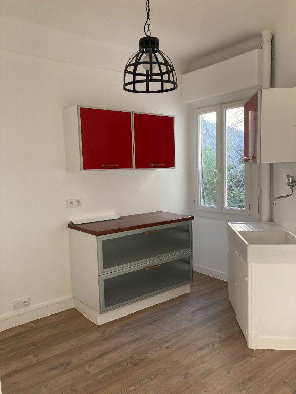 Appartement à louer 3 60.74m2 à Nice vignette-6