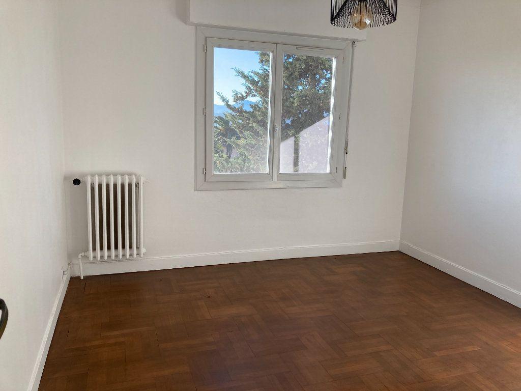 Appartement à louer 3 60.74m2 à Nice vignette-8
