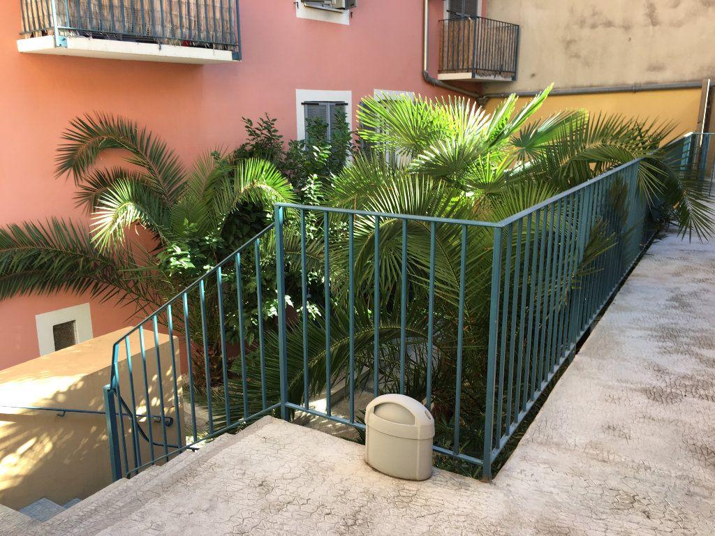 Appartement à louer 2 30.33m2 à Nice vignette-1