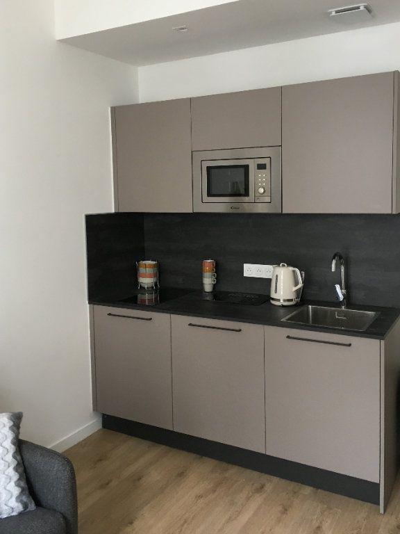 Appartement à louer 1 27.28m2 à Nice vignette-4