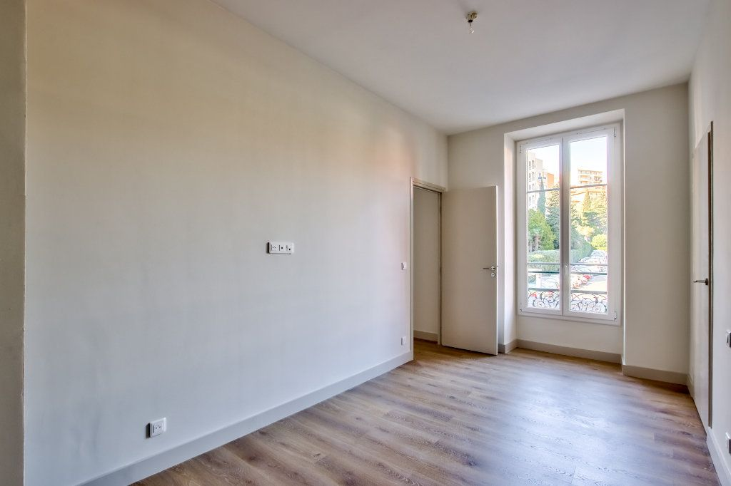 Appartement à vendre 3 53.49m2 à Nice vignette-2