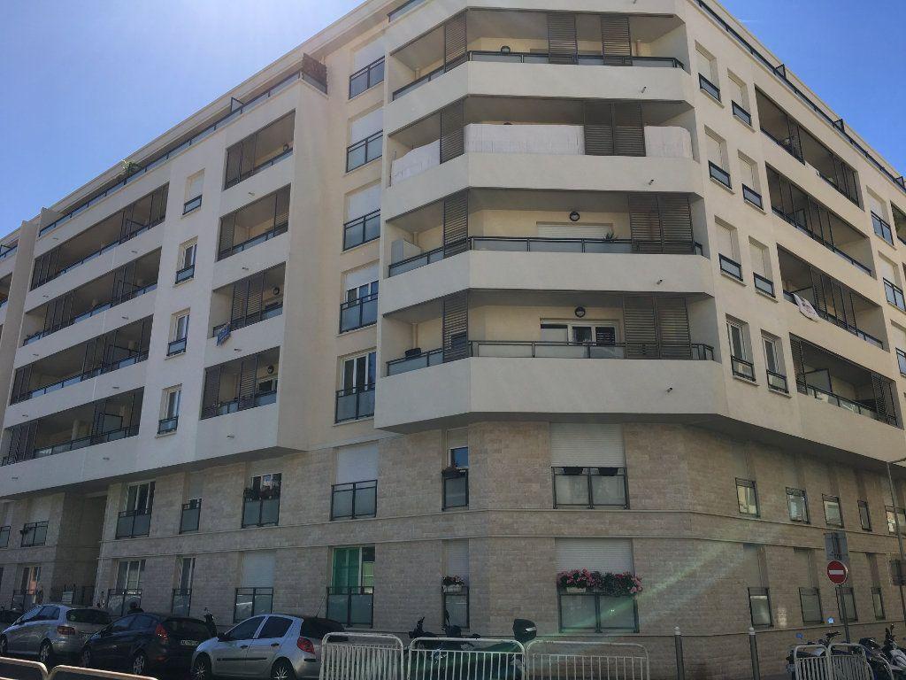 Appartement à louer 1 23.6m2 à Nice vignette-1