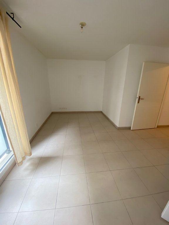 Appartement à louer 1 23.6m2 à Nice vignette-4