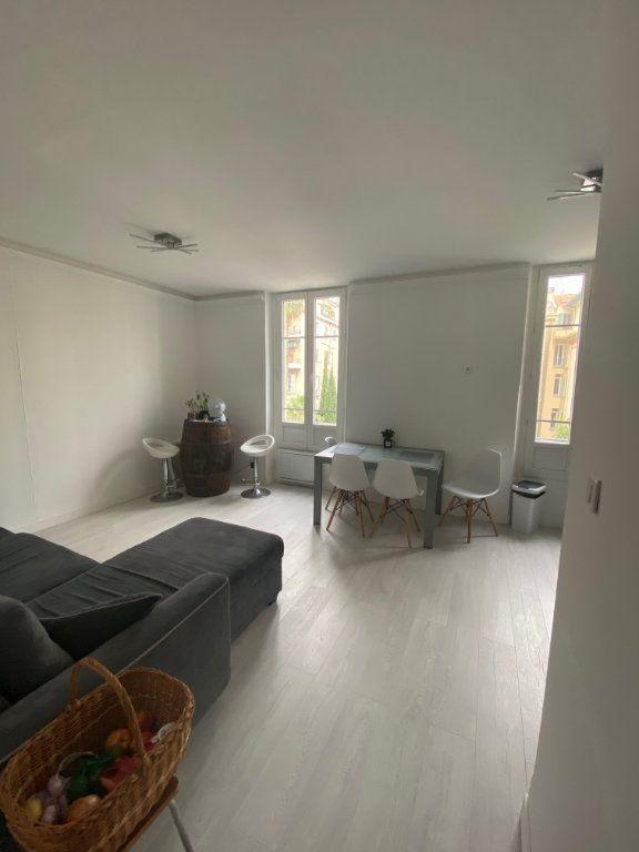 Appartement à louer 3 62.13m2 à Nice vignette-2
