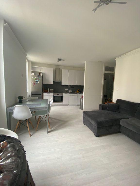 Appartement à louer 3 62.13m2 à Nice vignette-3