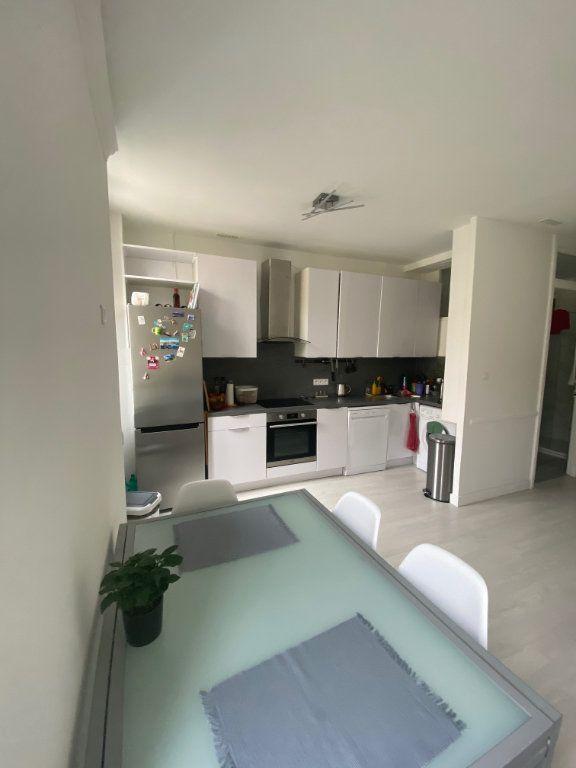 Appartement à louer 3 62.13m2 à Nice vignette-4