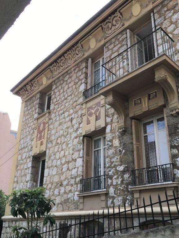 Appartement à louer 2 52m2 à Nice vignette-1