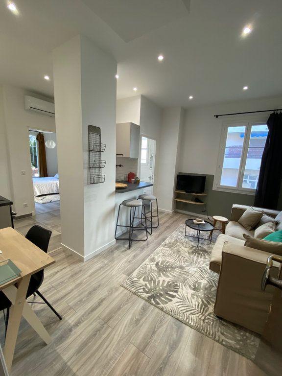 Appartement à louer 2 31.59m2 à Nice vignette-1