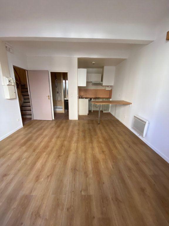 Appartement à louer 2 31.6m2 à Cannes vignette-2