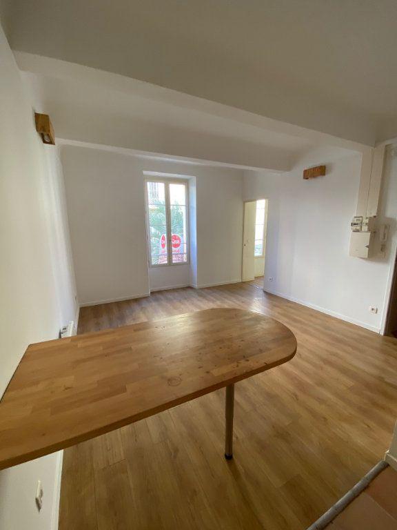 Appartement à louer 2 31.6m2 à Cannes vignette-4