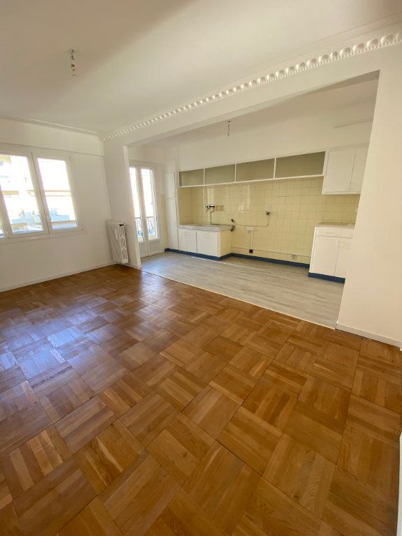 Appartement à louer 3 77.12m2 à Nice vignette-2