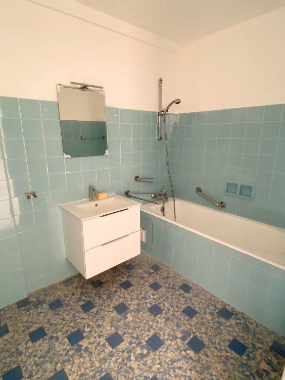 Appartement à louer 3 77.12m2 à Nice vignette-7