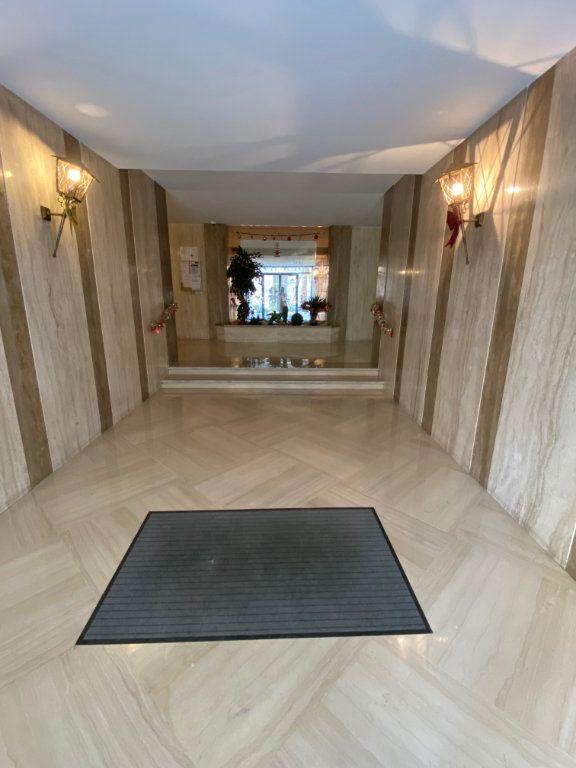 Appartement à louer 3 77.12m2 à Nice vignette-11