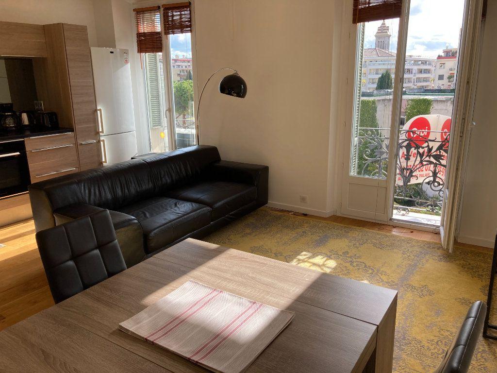 Appartement à louer 3 59.51m2 à Nice vignette-1