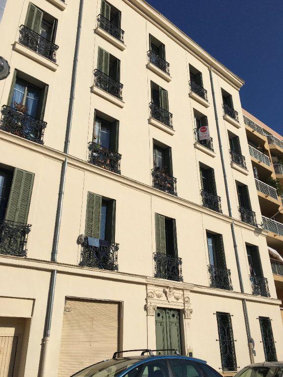 Appartement à louer 3 59.51m2 à Nice vignette-3