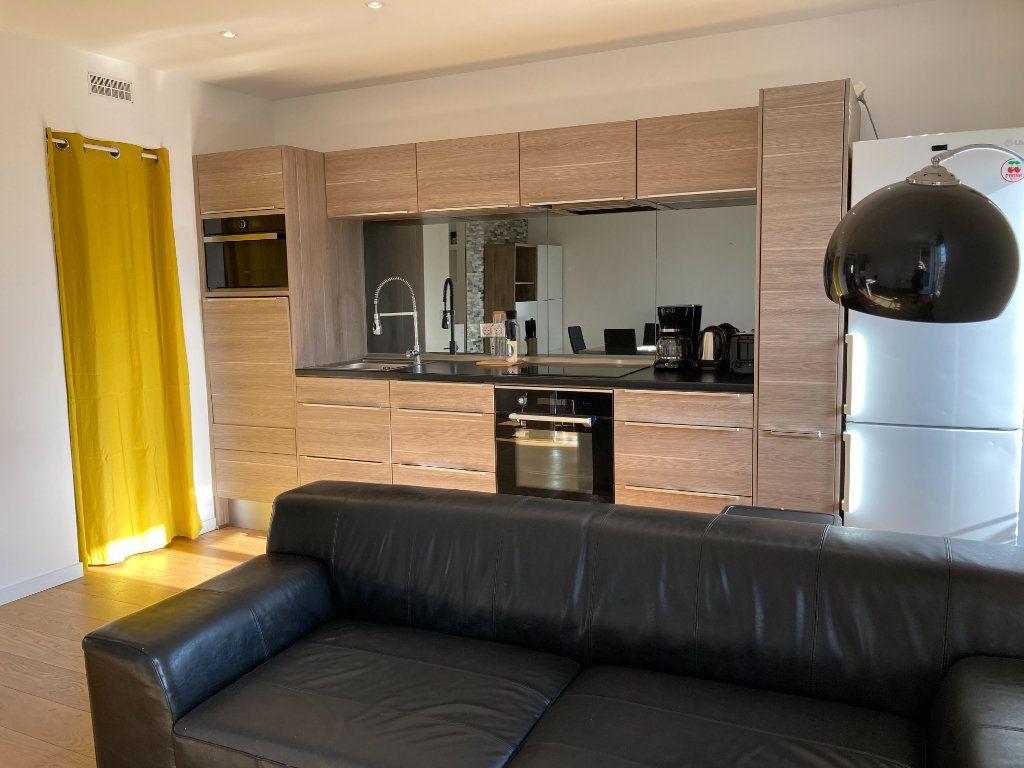 Appartement à louer 3 59.51m2 à Nice vignette-5
