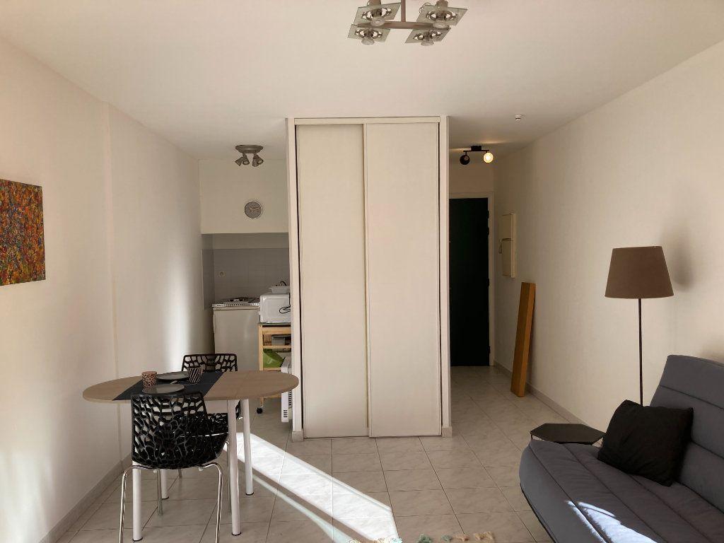 Appartement à louer 1 25.22m2 à Nice vignette-3