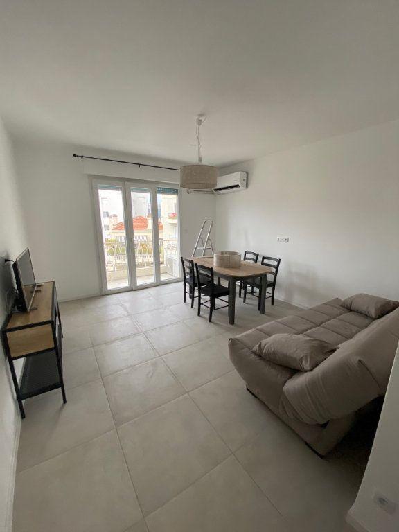 Appartement à louer 2 54m2 à Cannes vignette-2