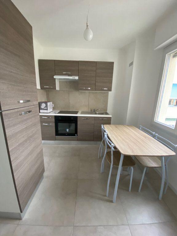 Appartement à louer 2 54m2 à Cannes vignette-3