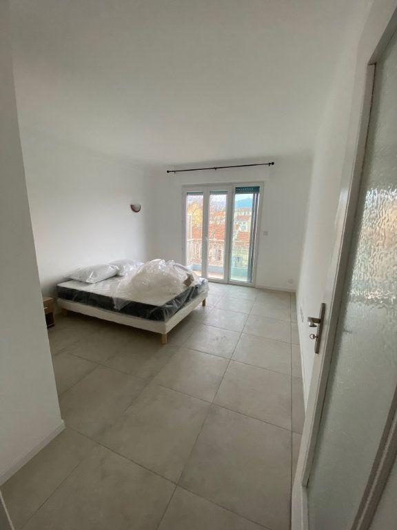 Appartement à louer 2 54m2 à Cannes vignette-4