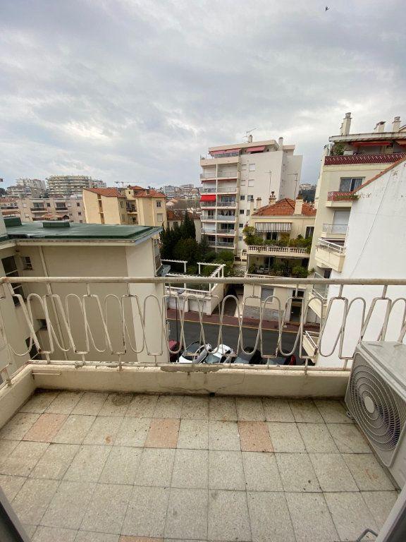 Appartement à louer 2 54m2 à Cannes vignette-6