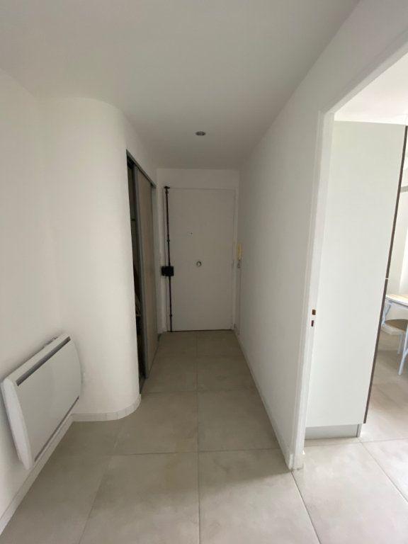 Appartement à louer 2 54m2 à Cannes vignette-7