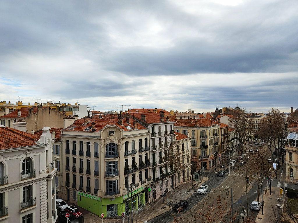 Appartement à louer 2 54m2 à Cannes vignette-8