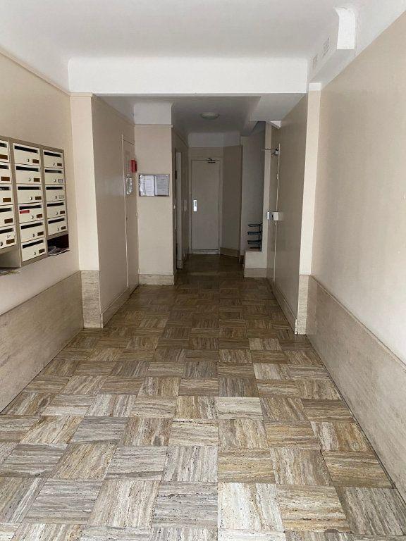 Appartement à louer 2 54m2 à Cannes vignette-11