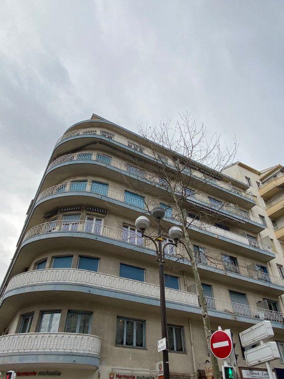 Appartement à louer 2 54m2 à Cannes vignette-12