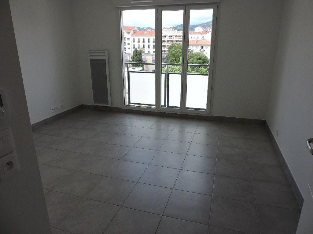 Appartement à louer 1 29.1m2 à Nice vignette-2
