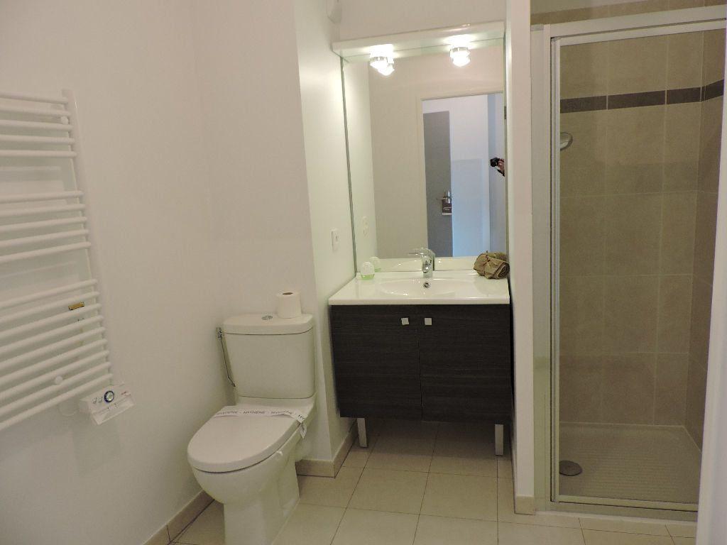 Appartement à louer 1 29.1m2 à Nice vignette-3