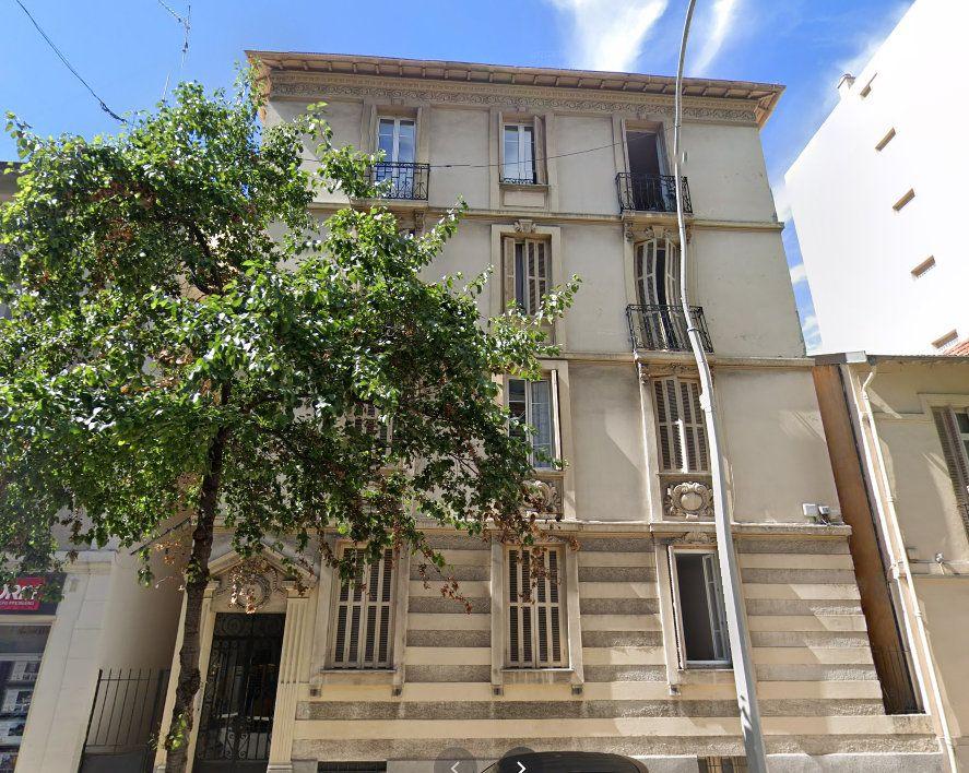 Appartement à louer 1 30.24m2 à Nice vignette-1