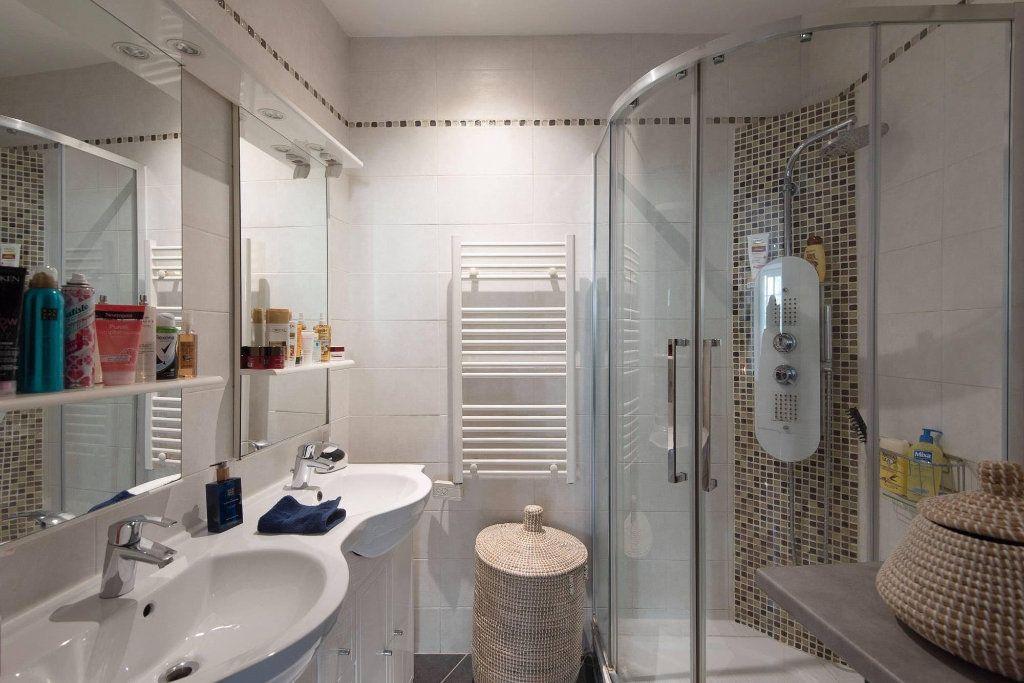 Appartement à louer 4 81.04m2 à Nice vignette-7