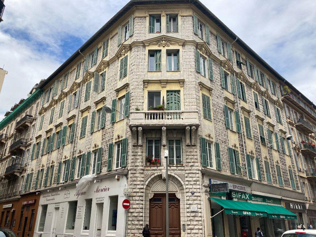 Appartement à louer 4 97m2 à Nice vignette-1