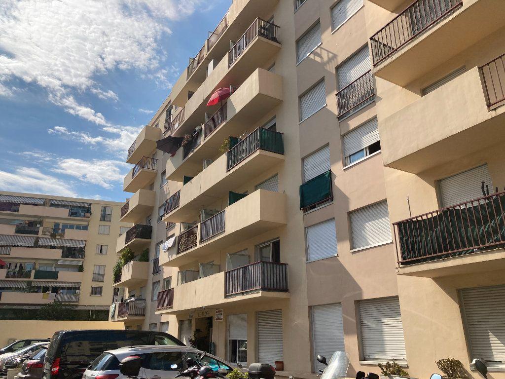 Appartement à louer 1 16.1m2 à Nice vignette-2