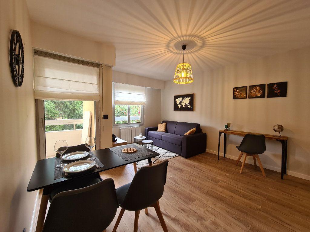 Appartement à louer 1 23.56m2 à Nice vignette-3